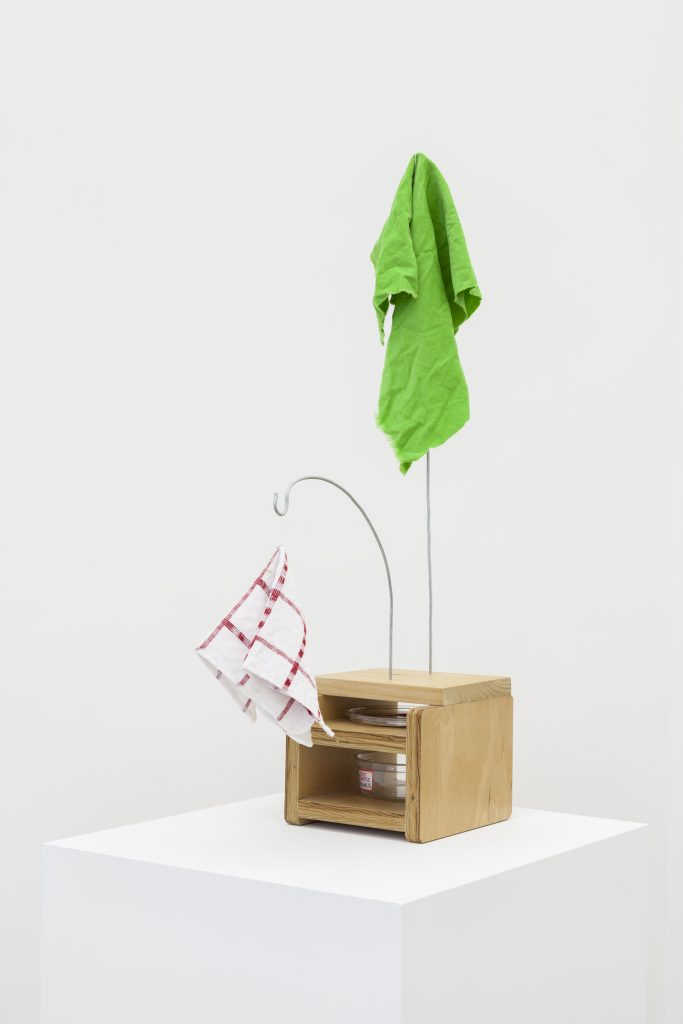 B. Wurtz Untitled, 2016 wood, wire, cloth, dishcloth, plastic container and lid, thread 73,7 × 40,6 cm. Courtesy of Office Baroque.