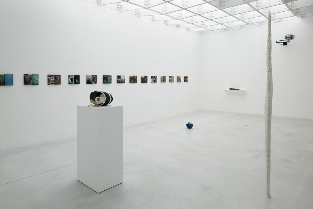 Nicolás Lamas, exhibition view, Dysfunctional links, Meessen De Clercq, Brussels. Courtesy of Meessen De Clercq.