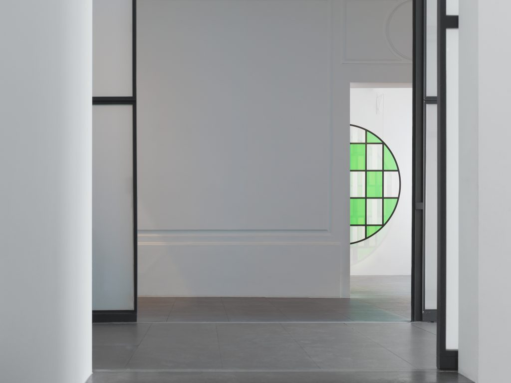 "Photo- souvenir :  Installation view. travail situé, in ""Daniel Buren. Travaux inédits, 2016"", Xavier Hufkens Gallery, Brussels, Belgium, 10 June - 23 July 2016. Photo credit: Allard Bovenberg, Amsterdam Courtesy: the Artist and Xavier Hufkens, Brussels."