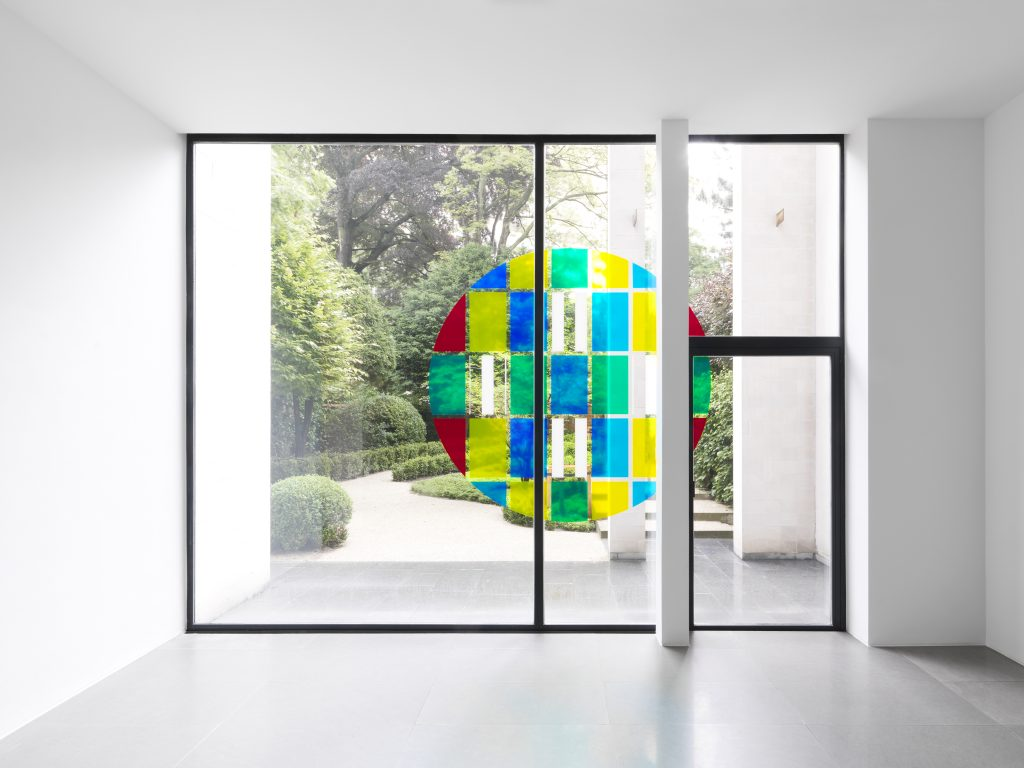 "Daniel Buren Photo souvenir: TONDO N°XH 15, 2016 transparent colored self adhesive vinyl, white mat vinyl, 215 x 215 cm.  Situated work in ""Daniel Buren. Travaux inédits, 2016"", Xavier Hufkens Gallery, Brussels, Belgium. Photo credit: Allard Bovenberg, Amsterdam Courtesy: the Artist and Xavier Hufkens, Brussels"
