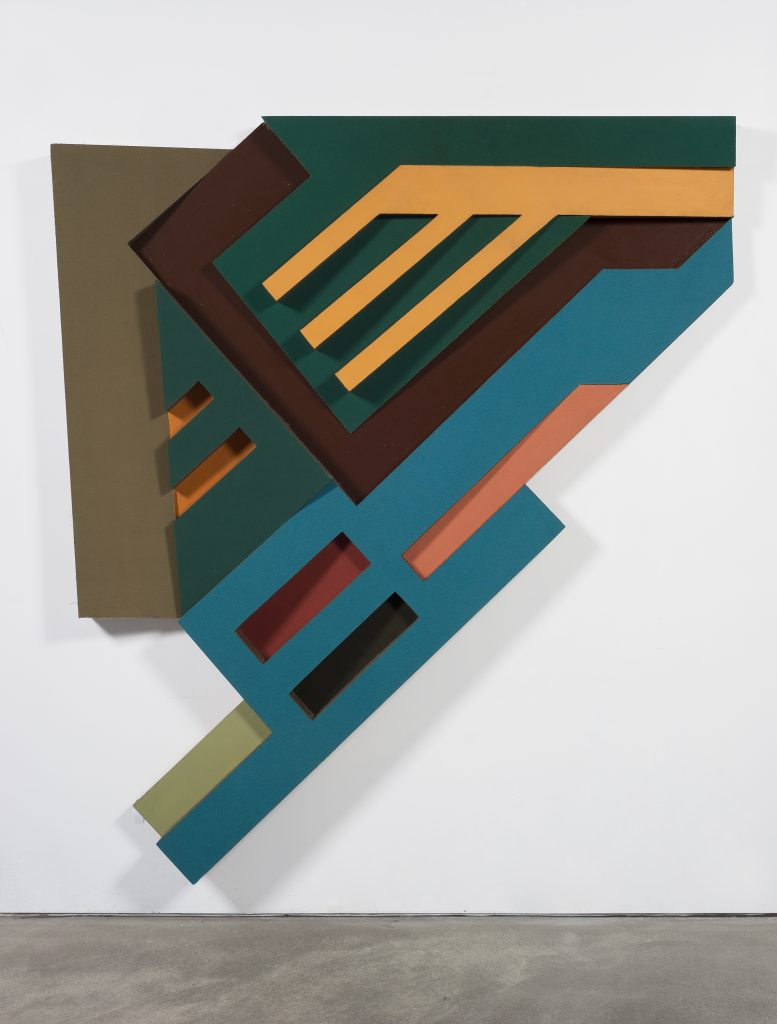 Frank Stella Olkienniki III, 1972 Corrugated cardboard, felt, paint and wood 241.3 x 213.4 cm 95 x 84 inches © 2016 Frank Stella / Artists Rights Society (ARS), New York Courtesy the artist and Sprüth Magers.