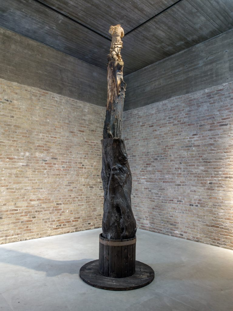 Angel, 2016 wood, h = 478, Ø 140 cm; h = 188 1/4, Ø 55 in, unique. All images courtesy of the artist and KÖNIG GALERIE Photographer: Roman März