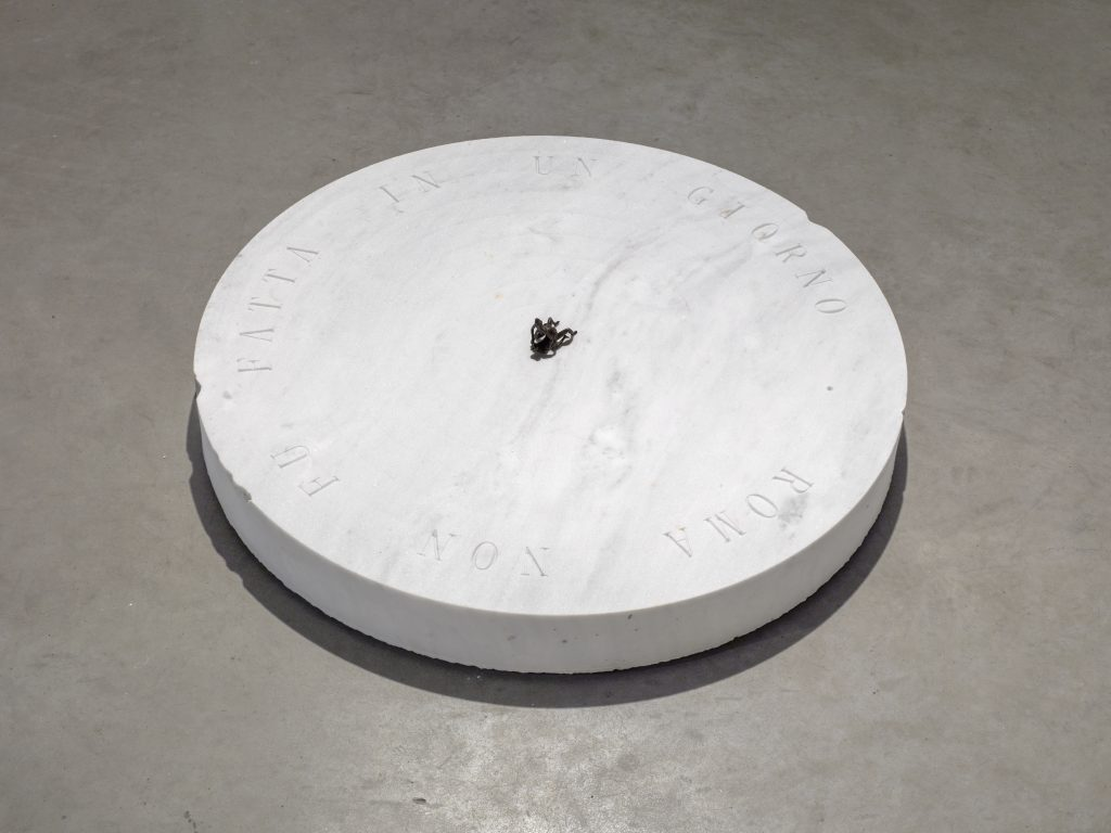 Roma Non Fu Fatta In Un Giorno, 2016 bronze, marble, h = 9.4, Ø 83 cm; h = 3 2/3, Ø 32 2/3 in, unique. All images courtesy of the artist and KÖNIG GALERIE Photographer: Roman März
