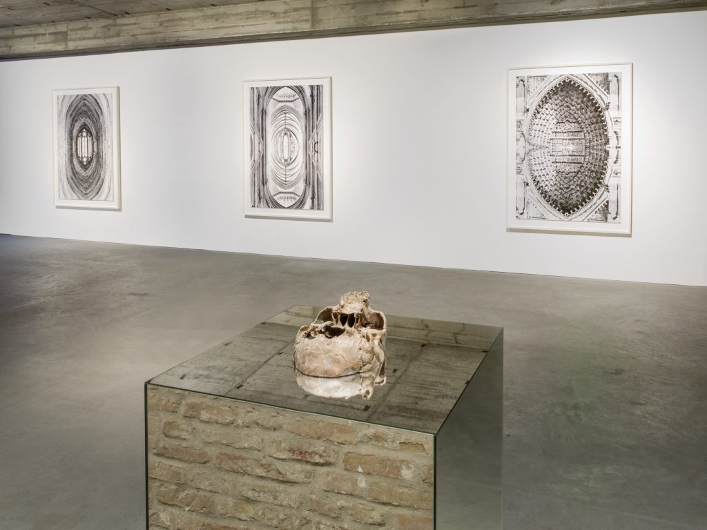 Kris Martin, Installation view, König Gallery. All images courtesy of the artist and KÖNIG GALERIE Photographer: Roman März