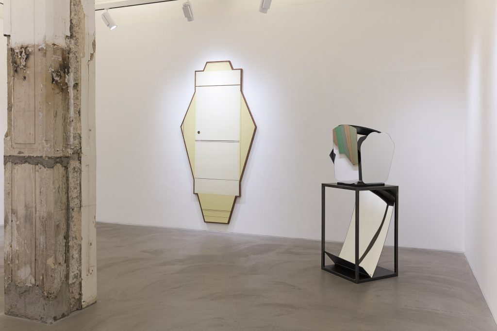 Radical Materiality Mary Corse, Liu Wei, Nari Ward Lehmann Maupin, Hong Kong July 7 - August 27, 2016 Photo: Kitmin Lee Courtesy the artists and Lehmann Maupin, New York and Hong Kong.