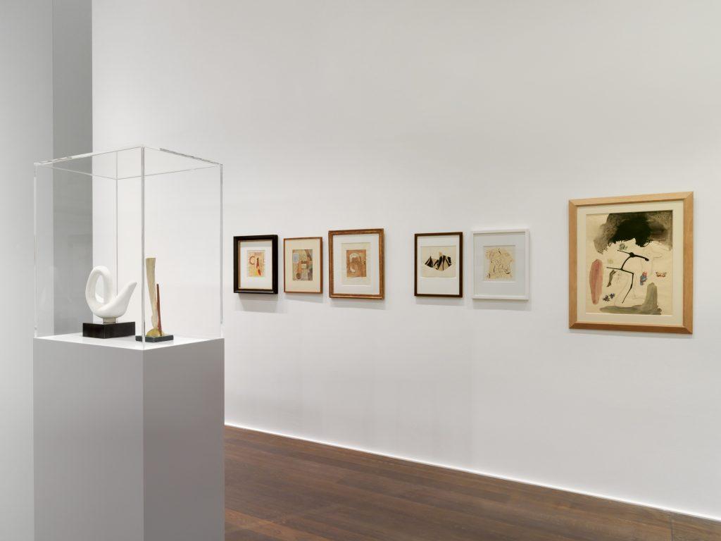Installation view, 'Schwitters Miró Arp', Hauser & Wirth Zürich, 2016 © Successió Miró / 2016, ProLitteris, Zurich.