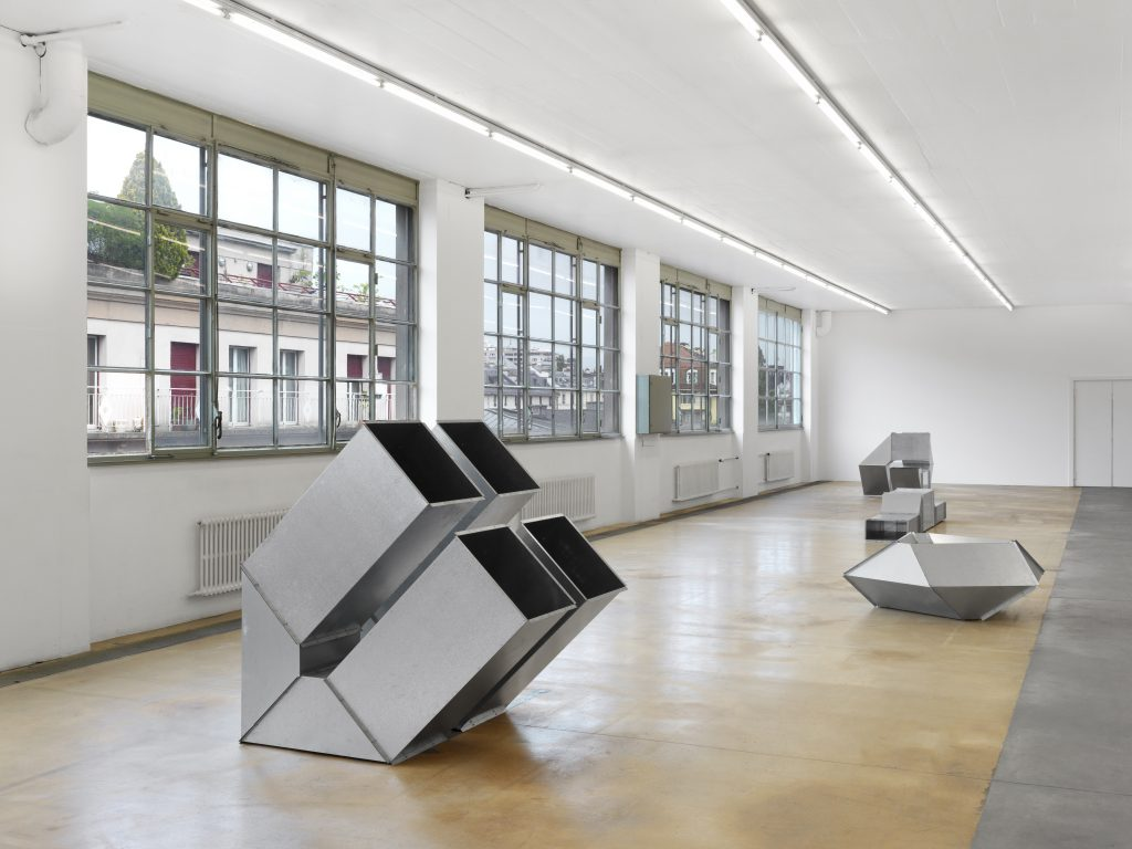 Charlotte Posenenske, view of Vierkantrohre Serie D, 1967-2016, courtesy: The Estate of Charlotte Posenenske, Frankfurt am Main and Mehdi Chouakri, Berlin. Photo: Annik Wetter – MAMCO, Geneva