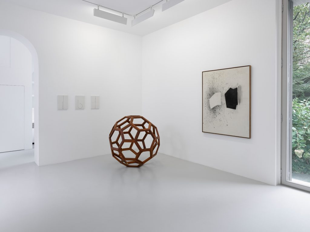 Five / Fifty / Five Hundred Installation view, Lisson Gallery Milan, 2016. Photography by Jack Hems © Lisson Gallery