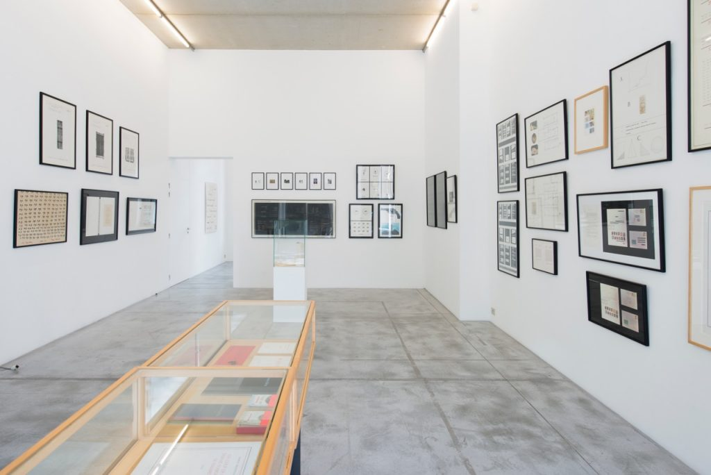 Exhibition view Marcel Broddthaers at Albert Baronian. Photography: Isabelle Arthuis. Courtesy of Albert Baronian.