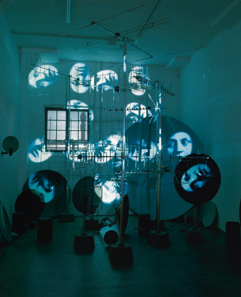 Tony Oursler, Antennae, 2002. Exhibition view from Station, Magasin III, 2002.