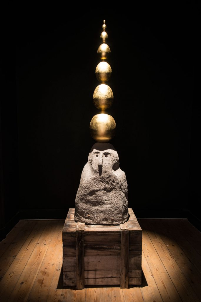 John Isaacs, 'The unseen structure', 2016, unglased ceramic, steel, plaster, wood, 24 carat gold leaf, 252 x 72 x 54 cm, unique