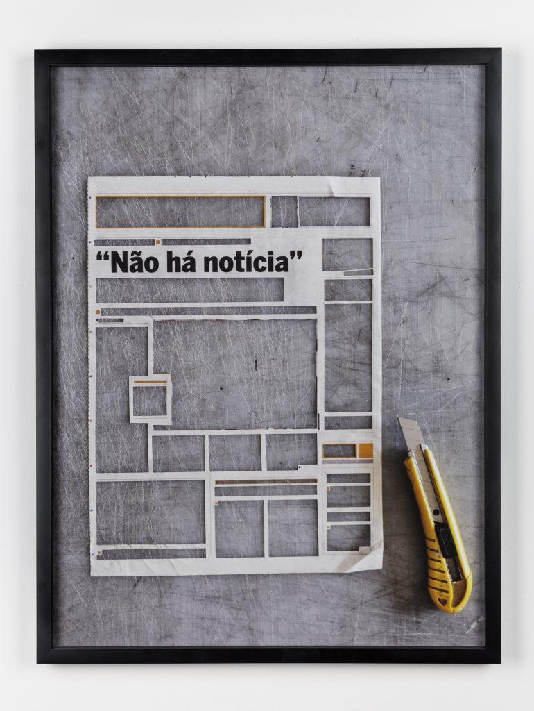 Não há notícia #2 (2016) Pigmented inks on pine art paper on pvc, 60 x 45 cm. Courtesy Baginski Galeria.