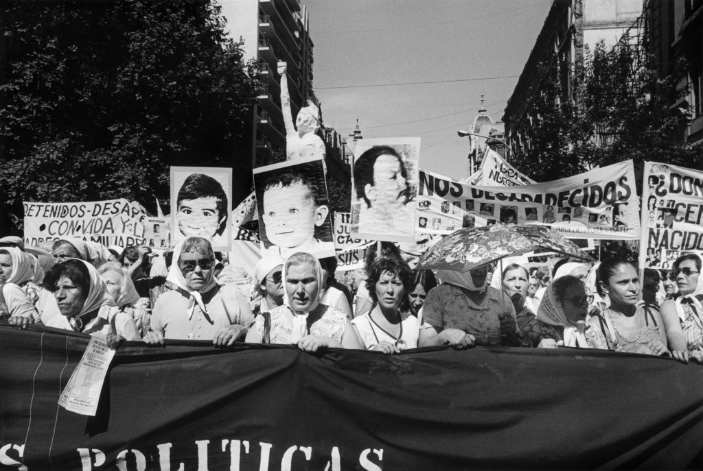 Eduardo GIL, Niños desaparecidos. Secunda Marcha de la Resistancia (Murdered children. Second Resistance March), December 9-10 1982, modern gelatin silver print. Eduardo Gil collection © Eduardo Gil.