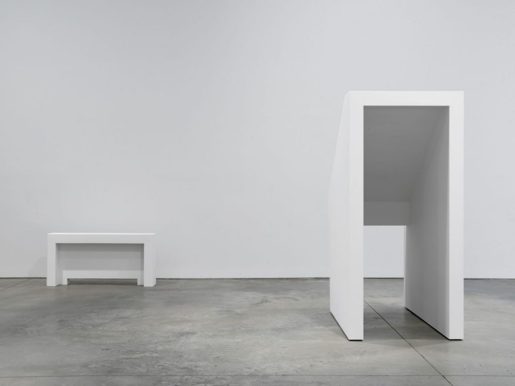 Jacob Kassay, Installation view: 'H-L' at 303 Gallery, 2016. Courtesy 303 Gallery.