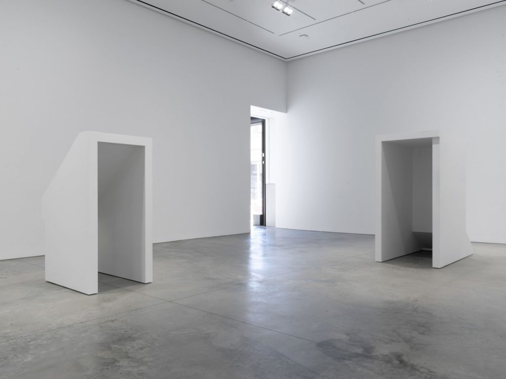 Jacob Kassay, Installation view: 'H-L' at 303 Gallery, 2016. Courtesy 303 Gallery